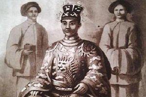 Bài thơ được dùng đặt tên đệm cho 11 đời vua triều Nguyễn