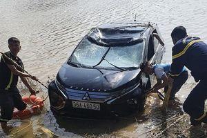 Ô tô 7 chỗ rơi xuống sông Mã, 3 người tử vong