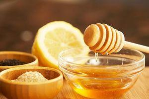 Sai lầm không phải mẹ nào cũng biết khi dùng mật ong trị tưa lưỡi, ho ở trẻ sơ sinh