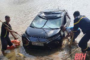 Thanh Hóa: Xe ô tô lao xuống sông Mã, 3 người tử vong