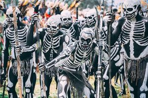 Rùng mình bước vào bộ tộc kỳ lạ với những 'bộ xương' di động