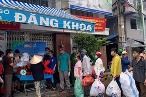 Người Sài Gòn đổi rác lấy gạo