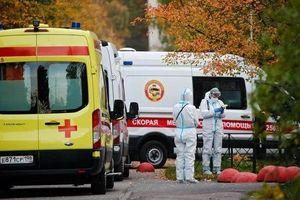 Covid-19 ở Nga: 'Bóng ma' trở lại, bệnh viện chật kín, tỷ lệ tử vong tăng
