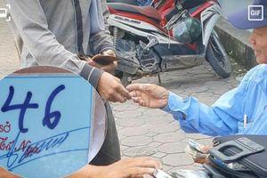 Hà Nội: 'Phớt lờ' quy định, cơ quan Nhà nước vẫn thu tiền gửi xe