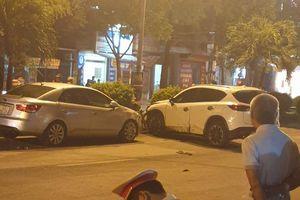 Camera ghi lại cảnh ô tô 'điên' Mazda CX5 gây tai nạn liên hoàn tại Hà Nội khiến nhiều người khiếp sợ