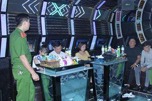 Bắt quả tang 6 đôi nam nữ sử dụng ma túy tại quán karaoke