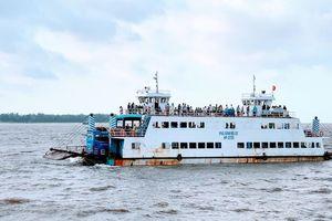 Cấm biển, kêu gọi tàu thuyền về bờ và sơ tán dân trước bão số 7