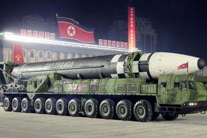 Vũ khí mới Triều Tiên 'trình làng' trong lễ diễu binh có làm Hàn Quốc e ngại?