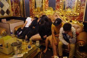 29 nam nữ thanh niên Quảng Trị 'phê' ma túy trong phòng karaoke, mặc kệ người dân cả tỉnh đang gồng mình chống lũ lụt