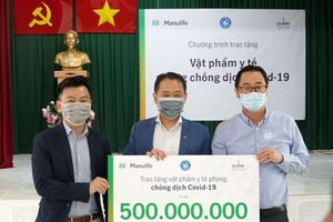 Manulife Việt Nam đóng góp gần 3,5 tỷ đồng vật phẩm y tế chống dịch