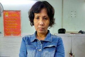 Người mẹ xúi bé trai trộm túi xách của bà cụ bán cà phê, bị bắt vì tàng trữ ma túy