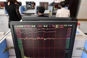Chứng khoán Hong Kong tê liệt vì bão Nangka, thị trường Trung Quốc im ắng