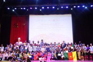Sinh viên ĐHQG Hà Nội háo hức chờ đợi Liên hoan hát Quốc ca sinh viên Quốc tế lần II