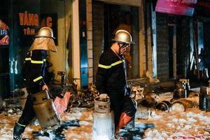 Cháy lớn tại cửa hàng kinh doanh gas ở Đan Phượng, Hà Nội