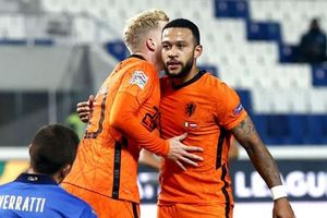 Van de Beek lập công giúp Hà Lan hòa Italy