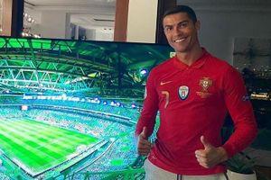 Ronaldo cổ vũ đồng đội trong thời gian cách ly