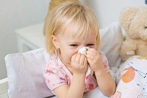 Miền Bắc giao mùa, nhiều trẻ mắc virus hợp bào gây suy hô hấp