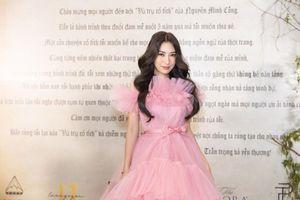 Khổng Tú Quỳnh diện trang phục công chúa ngọt ngào, gợi nhớ hình ảnh 'cô bé Dâu tây'