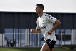 Ronaldo gây sốc, đột ngột trở lại Italia khi đang nhiễm Covid-19