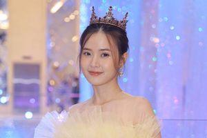 Midu, Khổng Tú Quỳnh dự show thời trang