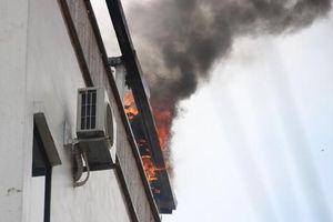 Cháy khách sạn giữa trung tâm TP.HCM