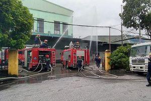Phối hợp kịp thời xử lý đám cháy giả định tại nhà xưởng công ty xốp nhựa