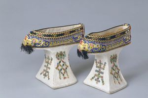 Giày 'Hoa bồn để' khó đi nhưng phi tần nhà Thanh luôn sử dụng
