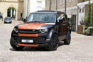 Land Rover Defender khoác bộ áo đen, cam gây tranh cãi