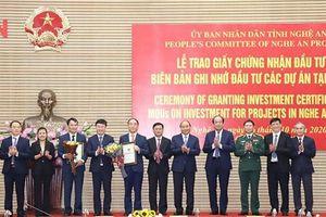 Nghệ An trao Giấy chứng nhận đầu tư cho 2 dự án 400 triệu USD