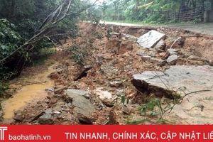 Mưa lớn gây sạt lở mặt kè âu thuyền, đường giao thông nông thôn ở Lộc Hà, Đức Thọ