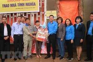 Khối thi đua Công đoàn Viên chức trao nhà tình nghĩa tại Lâm Đồng