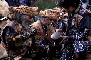Tộc người có dung mạo khác lạ ở Nhật Bản