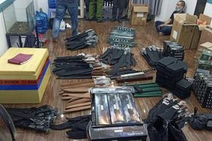 TPHCM: Phá đường dây mua bán công cụ hỗ trợ, vũ khí thô sơ 'khủng'