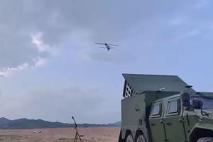 Trung Quốc thử nghiệm 'đàn' máy bay cảm tử
