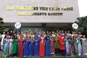 MC Quỳnh Hoa truyền cảm hứng tình yêu áo dài trong cộng đồng
