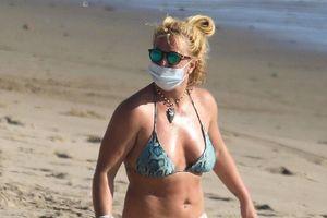 Britney Spears du lịch một mình sau vụ kiện với cha ruột