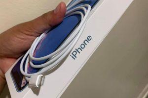 Mở hộp iPhone mới: Không củ sạc và tai nghe, gây khó cho người dùng