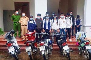 Triệu tập 20 học sinh 'bốc đầu' xe máy rồi quay clip đưa lên mạng xã hội