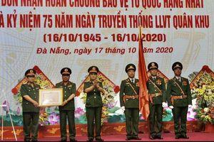 Bộ Tư lệnh Quân khu 5 đón nhận Huân chương Bảo vệ Tổ quốc hạng Nhất