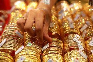 Giá vàng hôm nay 17/10: Giá vàng tăng vọt vì dịch Covid-19 bùng phát trở lại ở châu Âu
