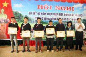 Lai Châu: Khen thưởng các cá nhân thực hiện nếp sống văn hóa mới dân tộc Mông