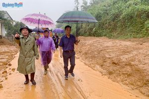 Chủ tịch UBND tỉnh Đặng Văn Minh chỉ đạo: 'Khẩn cấp di dân vùng sạt lở đường Đông Trường Sơn đến nơi an toàn'