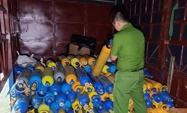 Phát hiện, thu giữ hàng trăm bình khí cười ở Đà Nẵng