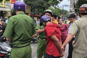 Bị bắt vì cướp giật, thanh niên khóc lóc xin tha vì vợ mới sinh 3 tháng
