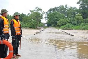 Mưa lớn kéo dài, giao thông ở miền núi Nghệ An bị chia cắt