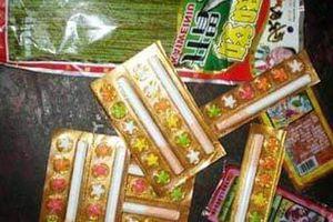 Kẹo thuốc lá giá rẻ ngoài cổng trường 'tấn công' học sinh Hà Nội