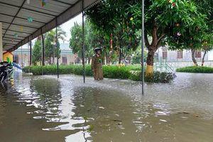 Hà Tĩnh: Hồ đập đồng loạt xả lũ, nhiều hộ dân ngập sâu