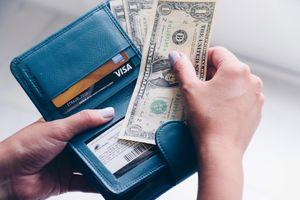 Mỗi người Mỹ nợ trung bình hơn 90.000 USD