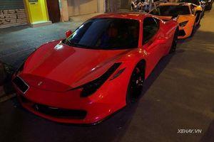 'Siêu ngựa' Ferrari 458 Italia đỏ rực trên phố đêm Sài Gòn