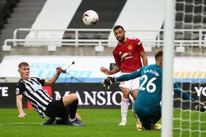 Bruno hỏng pen, M.U vẫn ngược dòng ấn tượng trước Newcastle